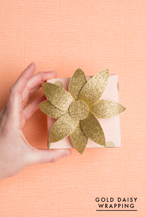 Gold daisy gift topper for spring