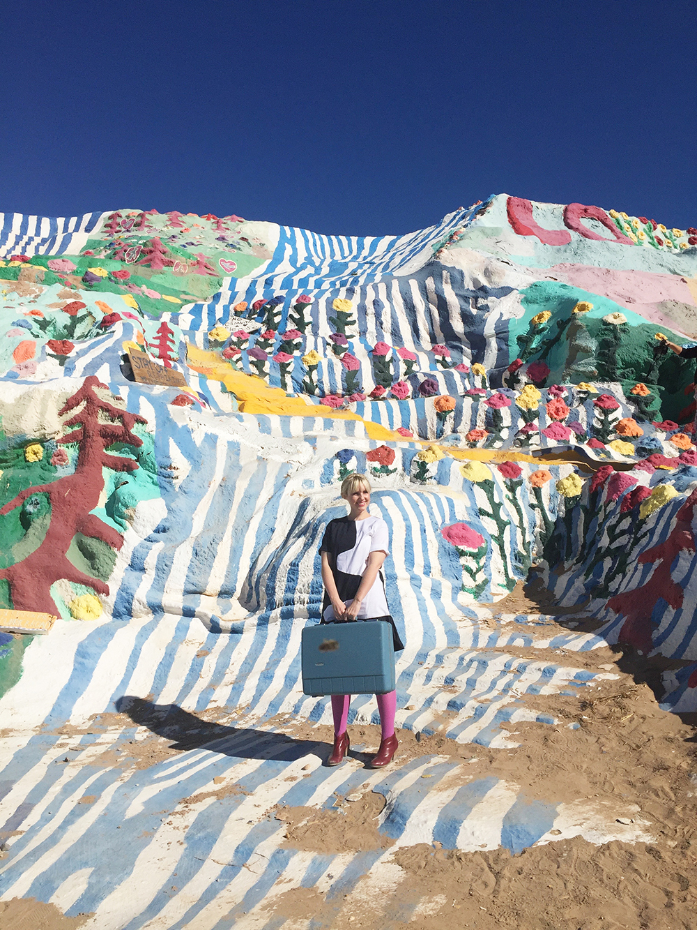 salvation-mountain-the-house-that-lars-built-11