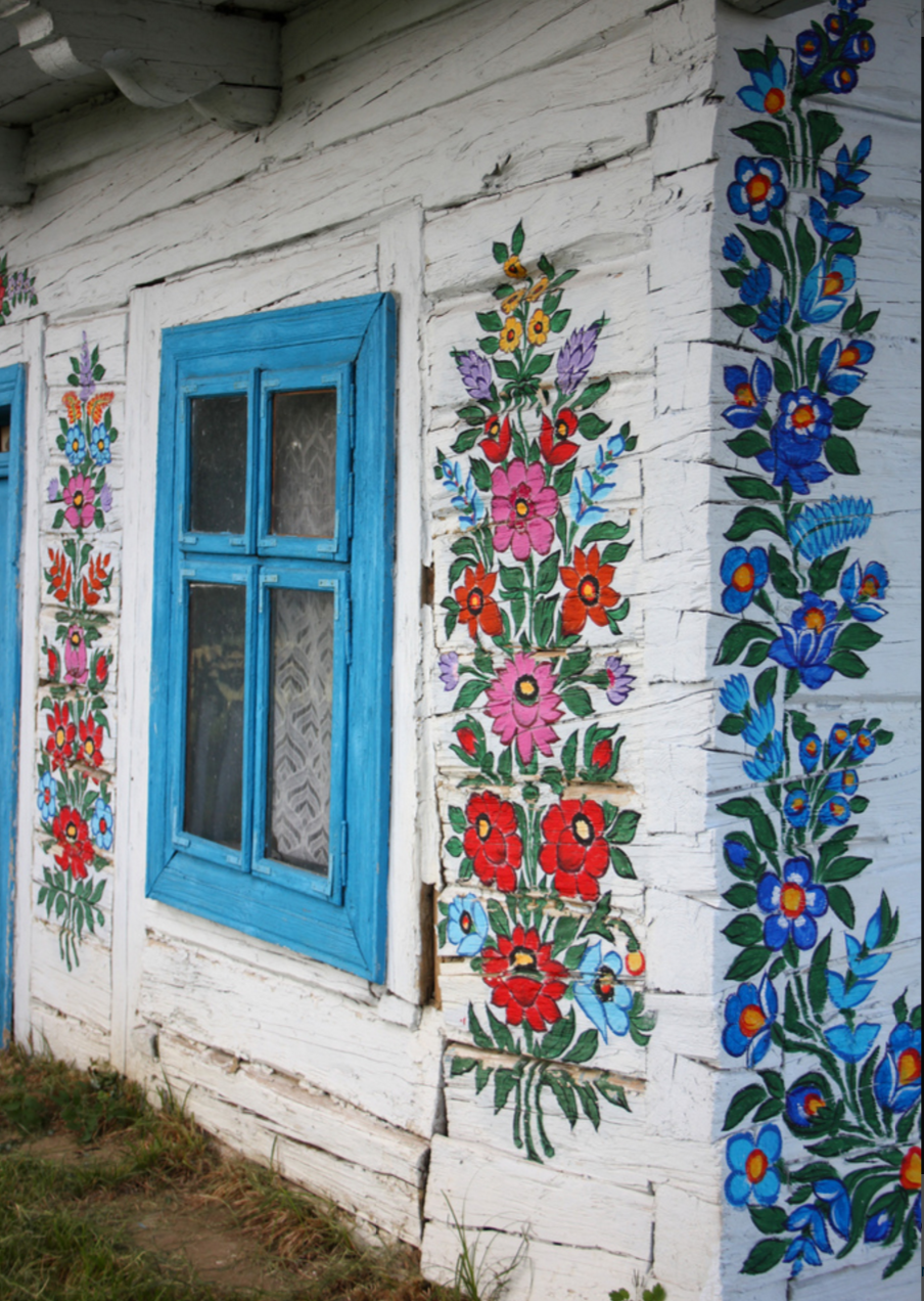 Painted floral village the house that lars built for Art et fenetre nice