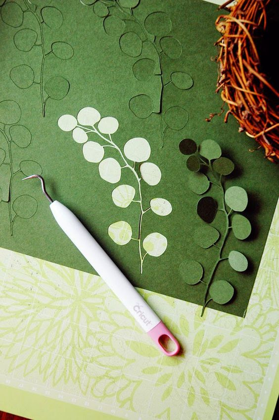 18 best paper plant tutorials page 6 of 18 the house that lars built pretty eucalyptus for a woodland crown from pen n paper flowers mightylinksfo