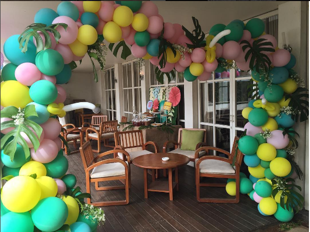How to make a balloon arch video reader photos the for Balloon decoration course