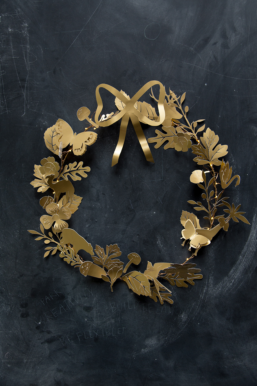 Dresden Ornament Paper Wreath