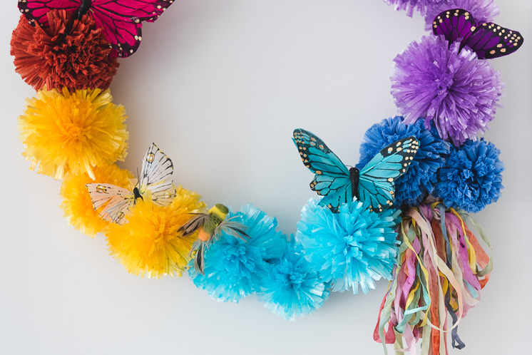 DIY Raffia Pom Pom Wreath