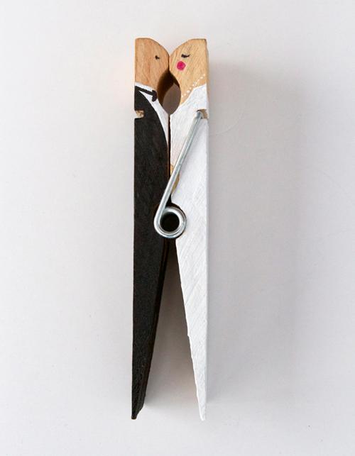 DIY: Kissing clothespin caketopper