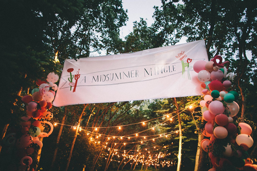 A Midsummer Mingle balloon arch