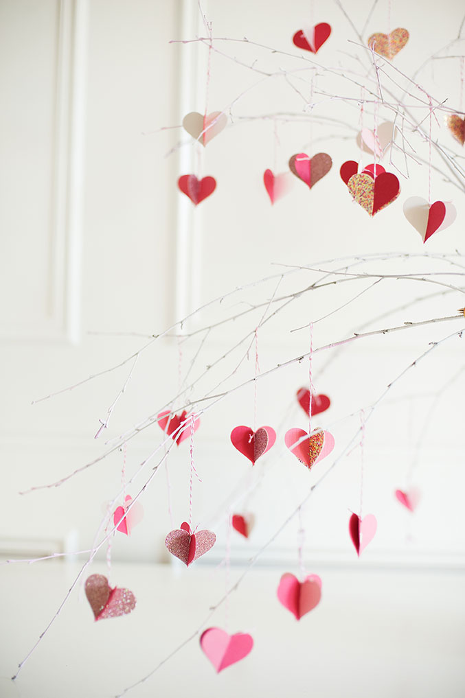 valentine's-Day-branch-tree-677-HEARTS