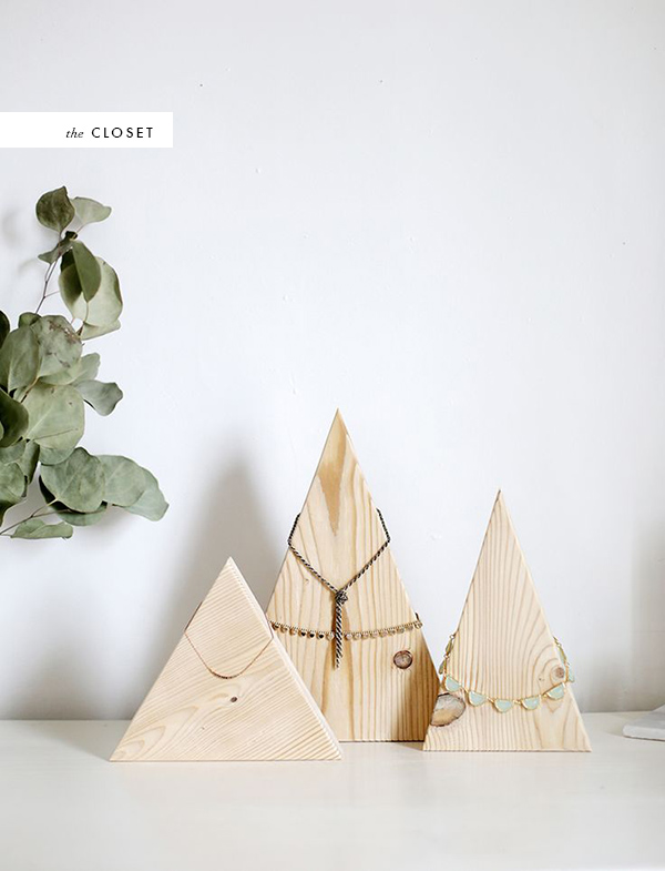 DIY TRIANGLE WOOD NECKLACE HOLDER