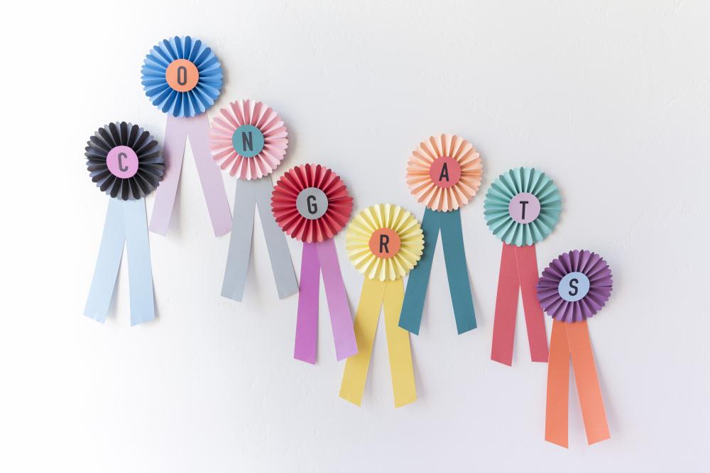 """Prize ribbon """"Congrats"""" rosettes"""