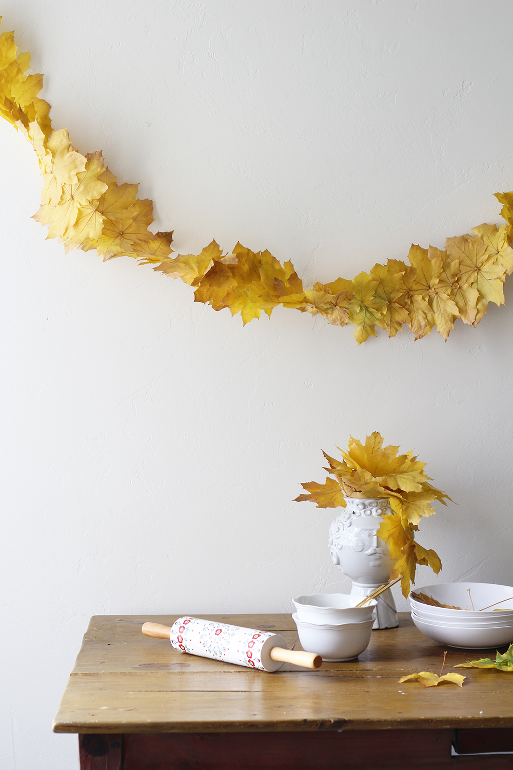 Fall leaf streamer