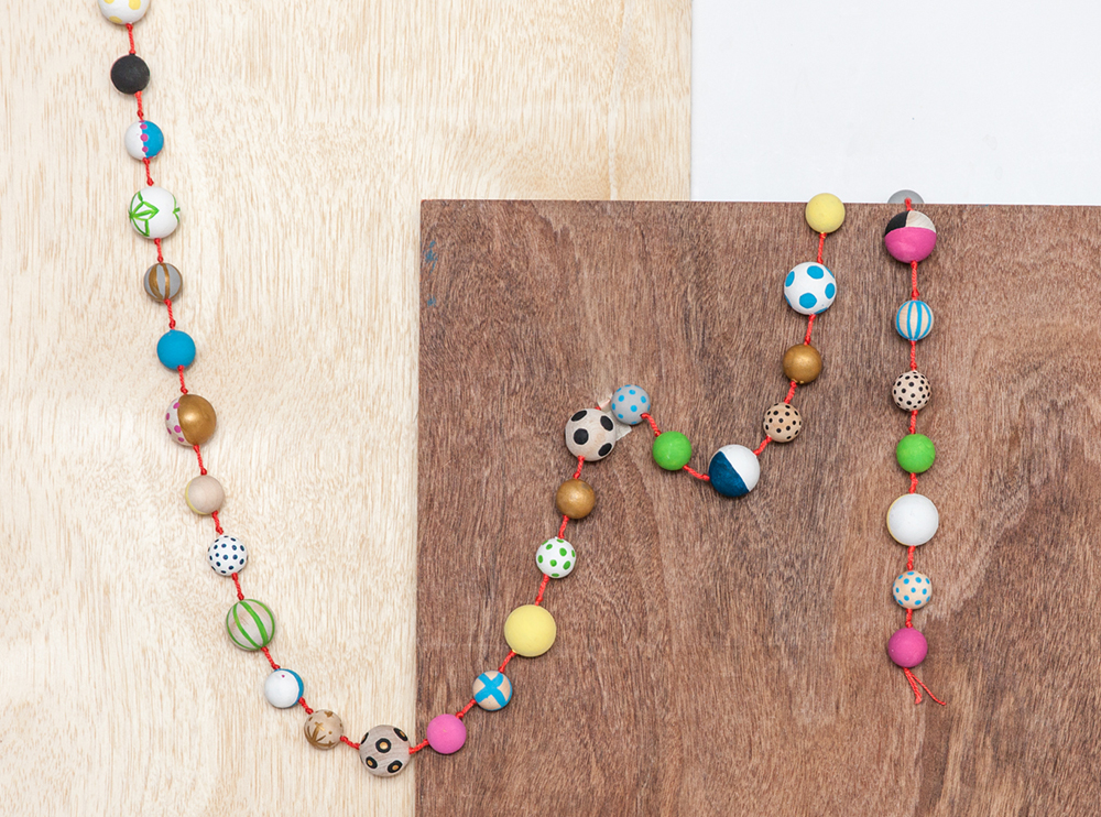 DIY_painted_wood_bead_garland_23