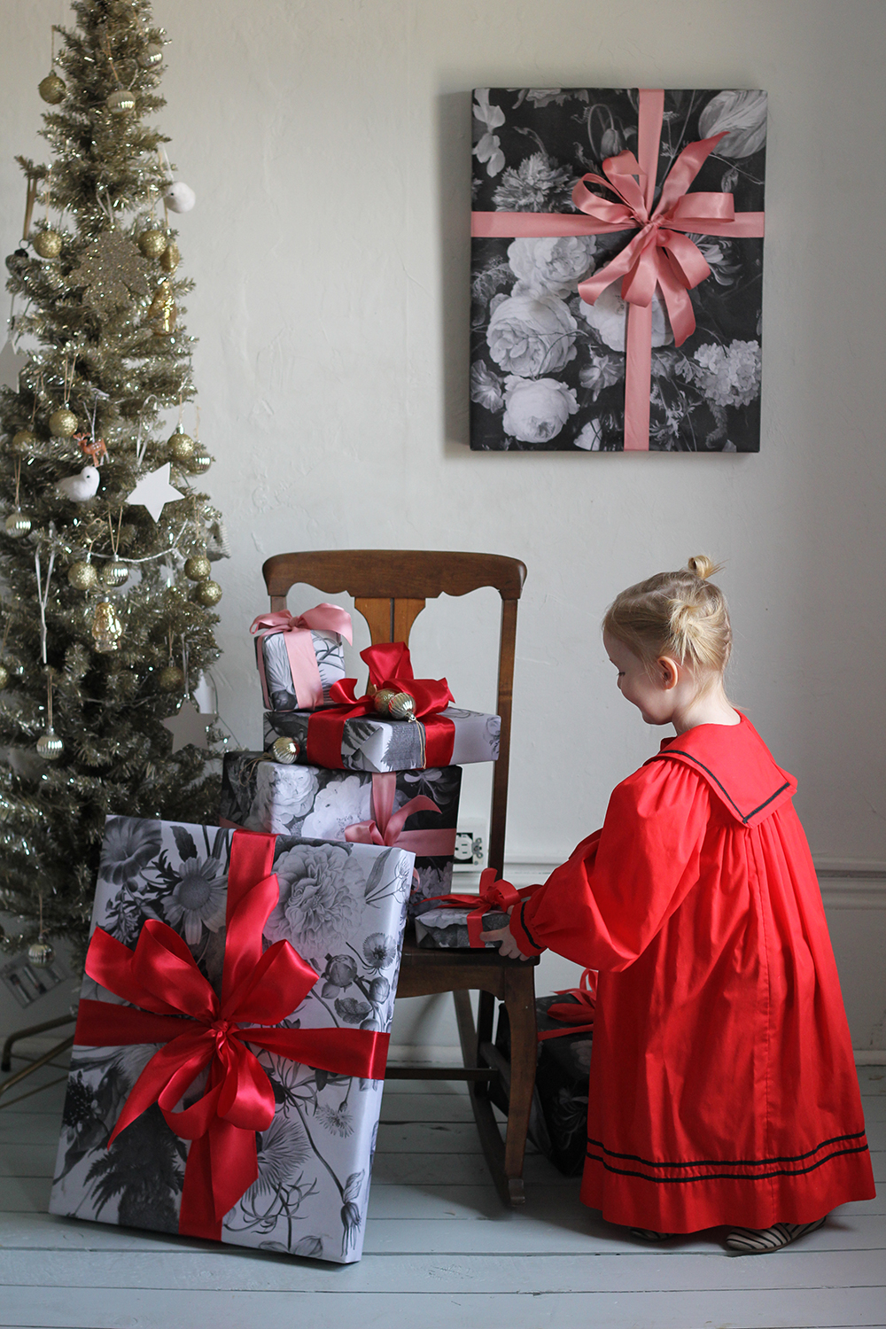 How to wrap heirloom picture frames and free download wrapping paper