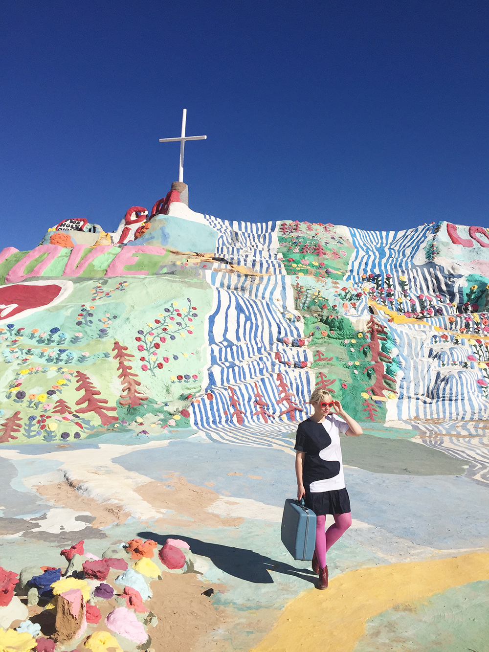 salvation-mountain-the-house-that-lars-built-1