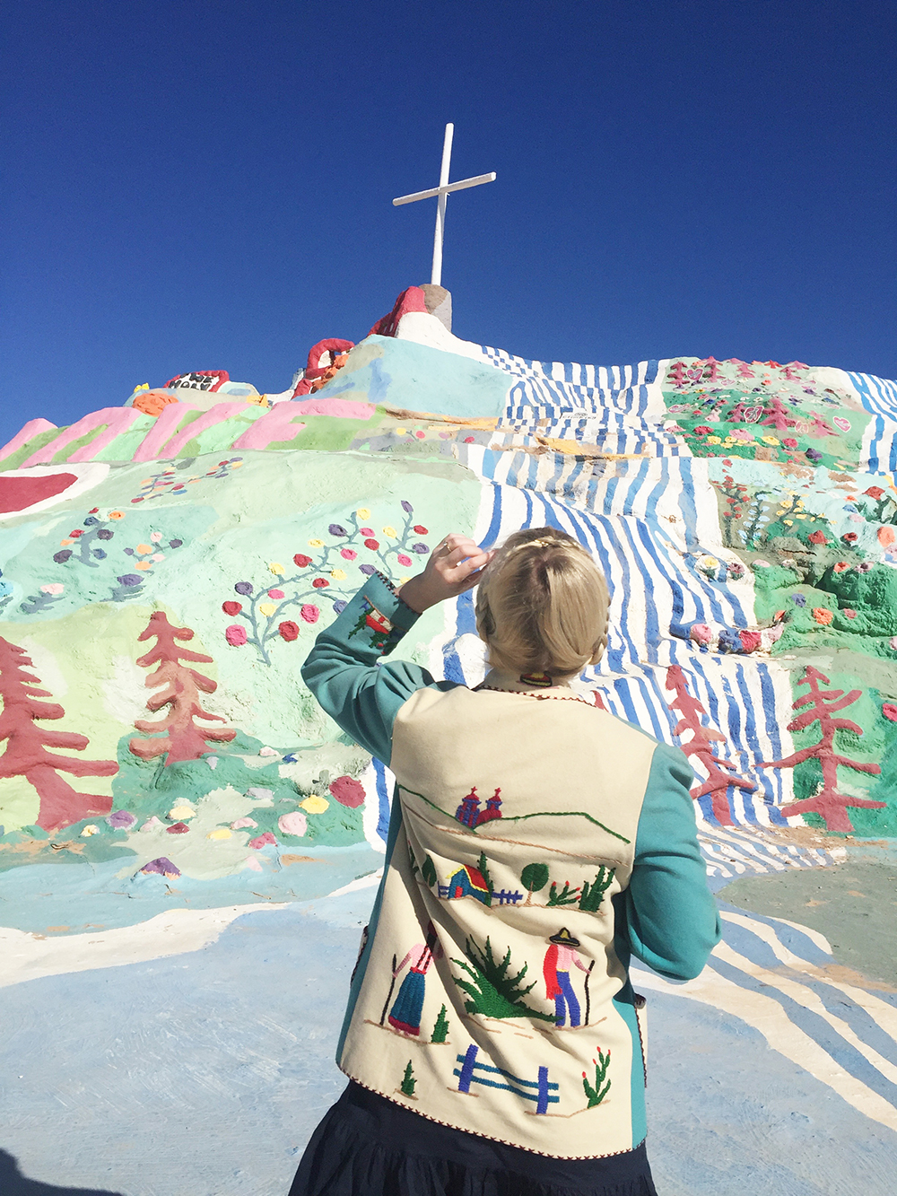 salvation-mountain-the-house-that-lars-built-5