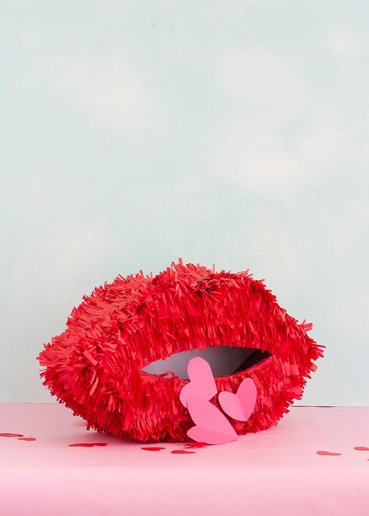 red-lips-pinata-box