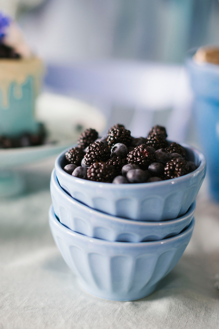blackberries-in-blue-bowls-bridal-shower-bhldn-and-lars-9292