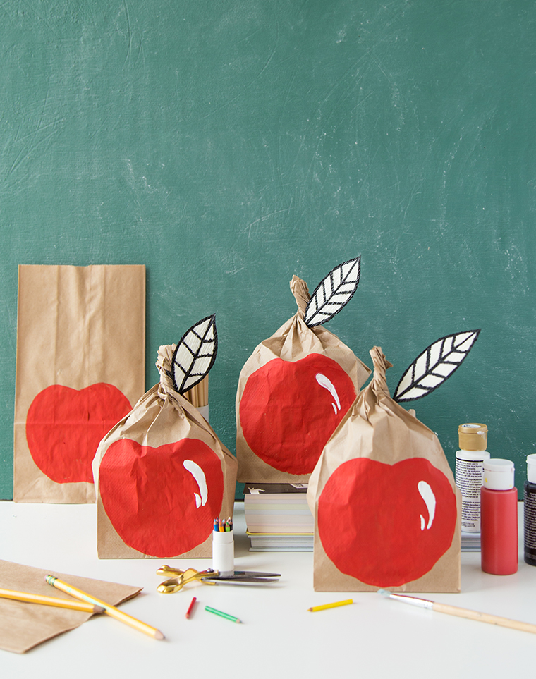 DIY apple lunch sack for back to school for a DIY teacher's gift