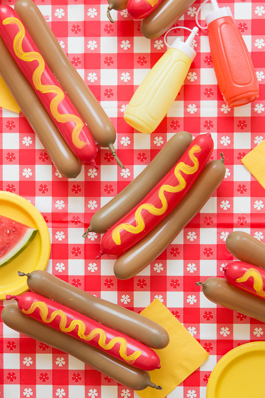 DIY hot dog balloon garland