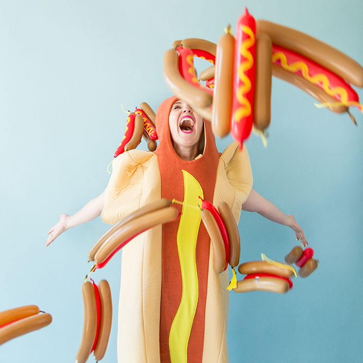 DIY hot dog balloon confetti