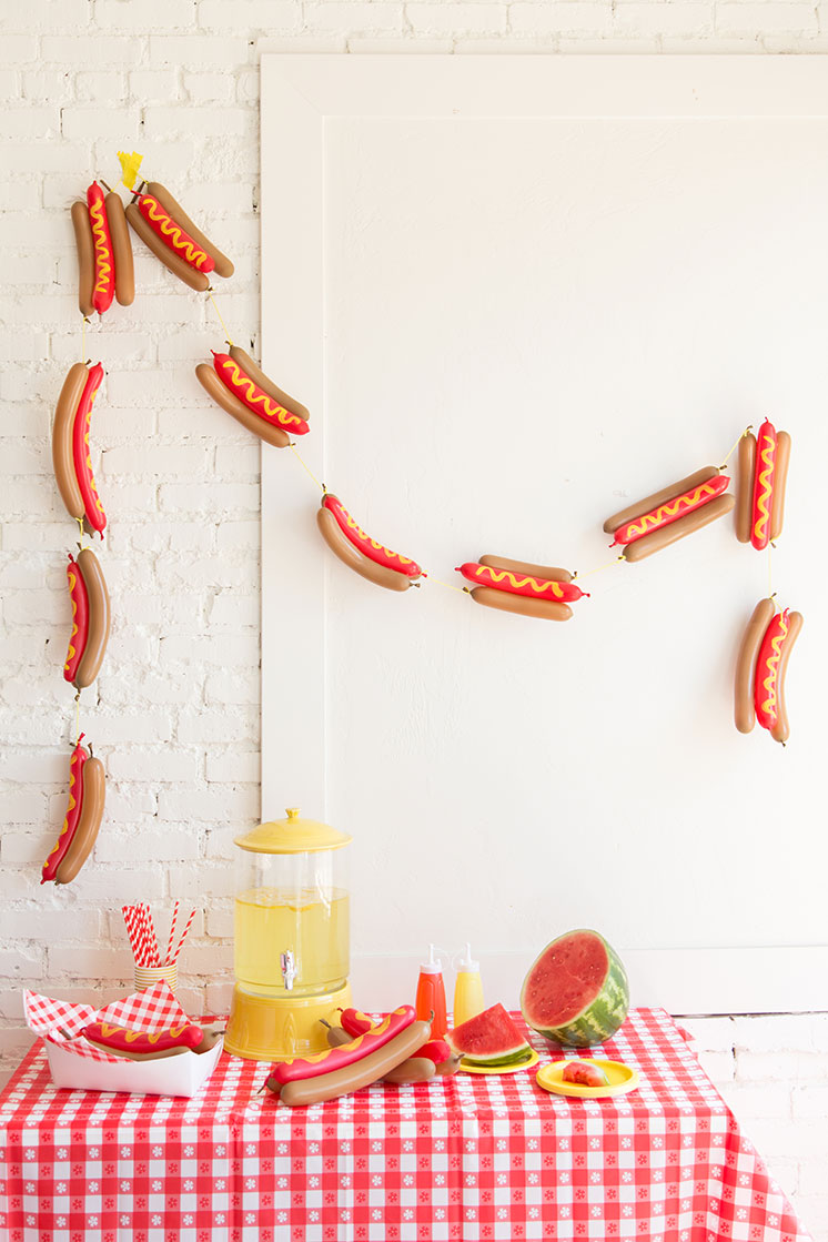 DIY hot dog balloon garland