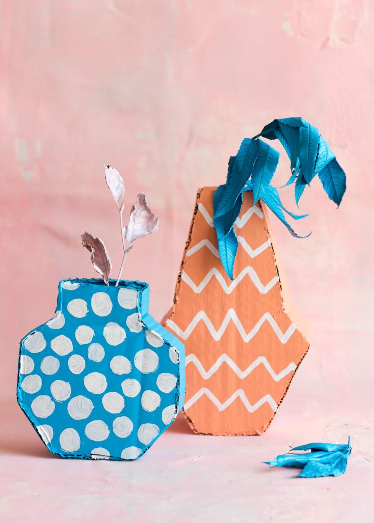 2D Cardboard Vase