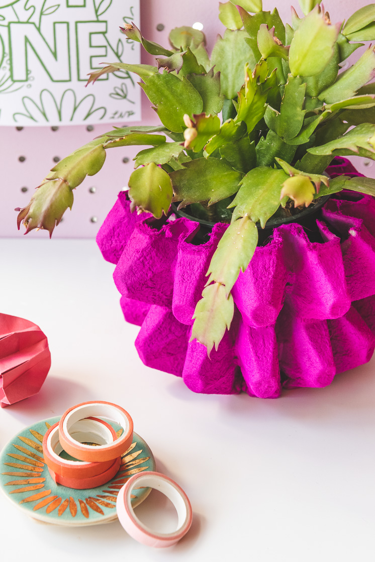 DIY cardboard vase craft