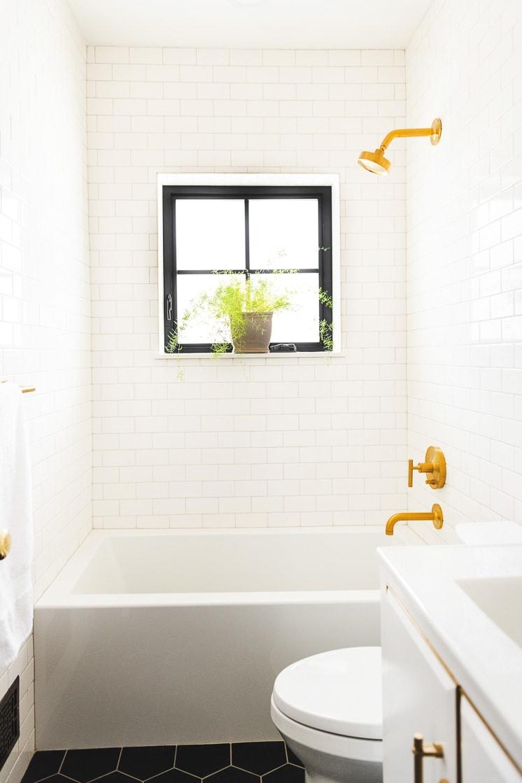 One Room Challenge: Mary's White Bathroom