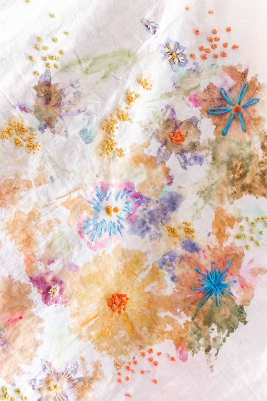 DIY flower pounding on fabric