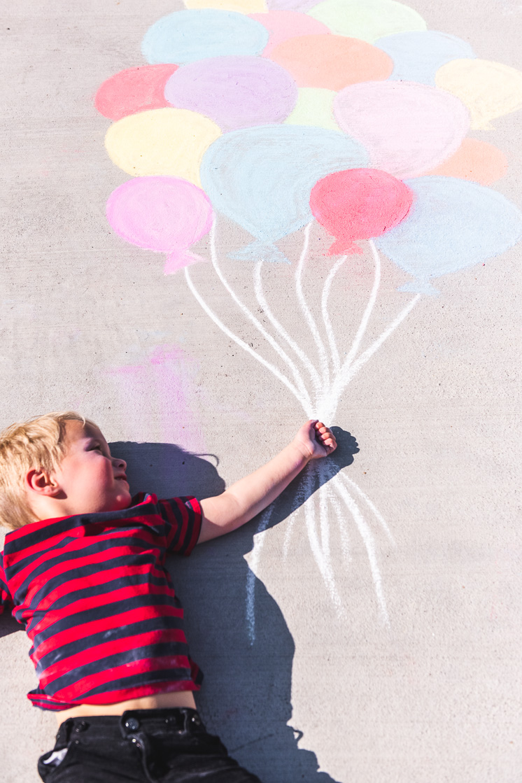 draw balloons and pose for a picture