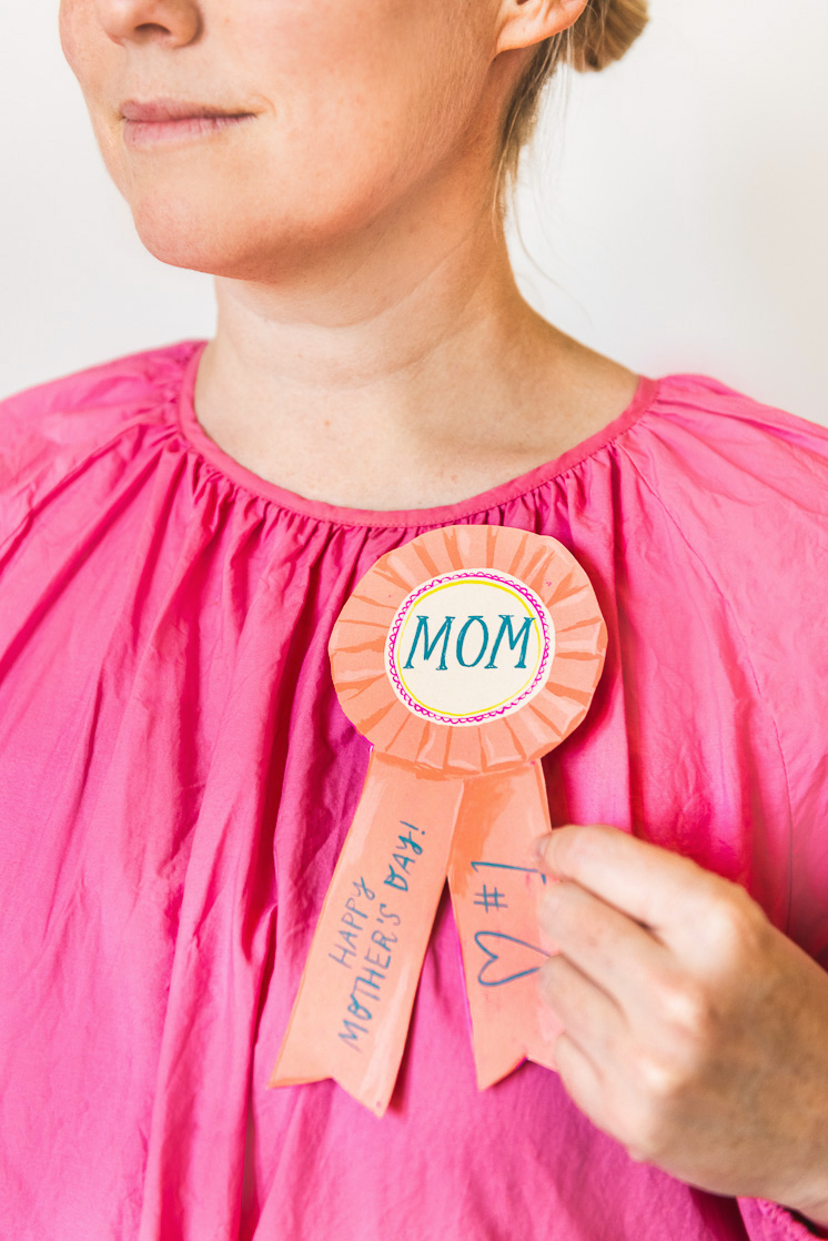 Mother's day activity pack for Mother's day gifts the kids can help with #1 mom ribbon