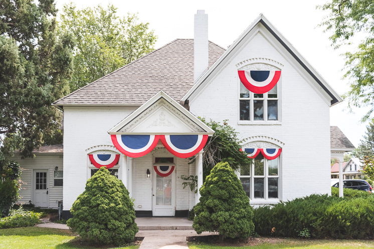 DIY Fourth of July Bunting with paper