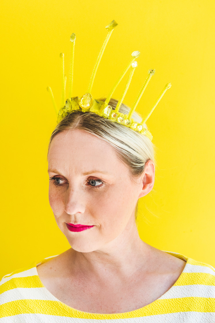 DIY pipe cleaner crown for a birthday party