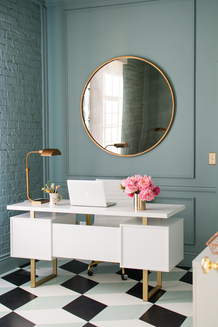 5 reasons mirrors are essential in decor