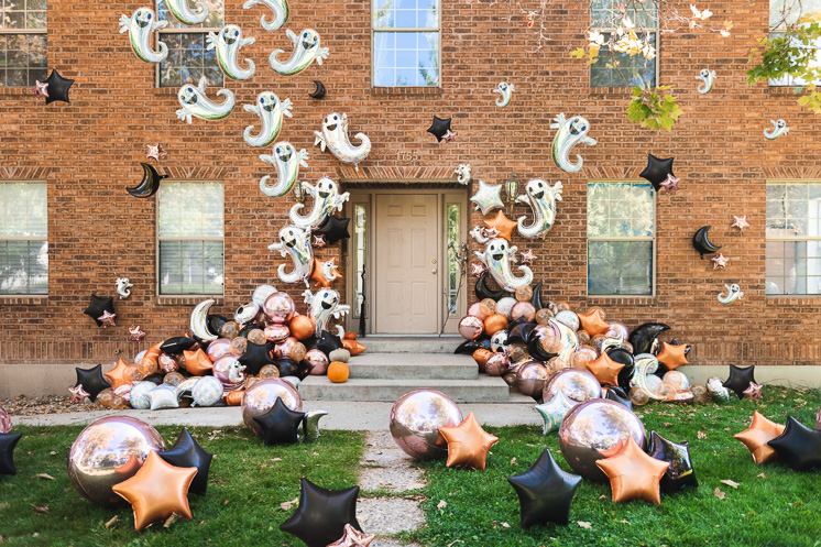 Halloween balloon installation
