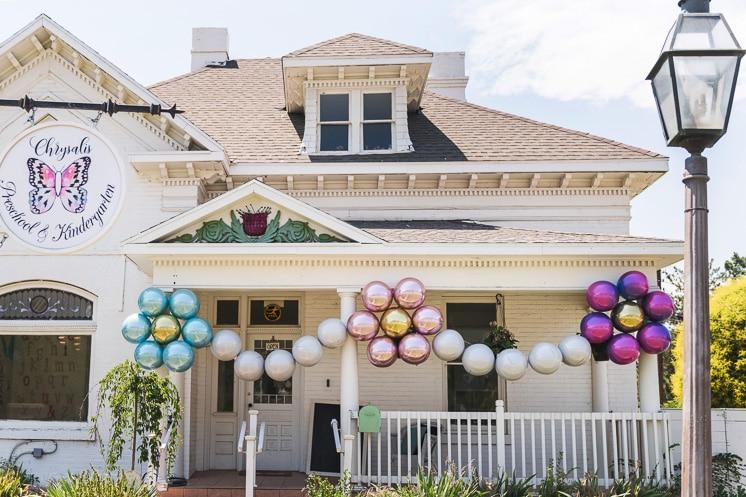 how to make a flower balloon garland